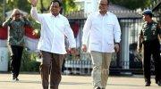 Prabowo Subianto dan Edhy Prabowo saat tiba di komplek Istana Negara, Jakarta, Senin (21/10). Foto: Ricardo/JPNN.com